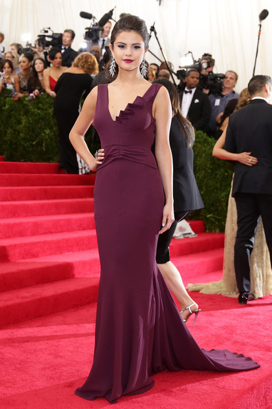 "Selena Gomez - ""Charles James: Beyond Fashion"" Costume Institute Gala - Candids"