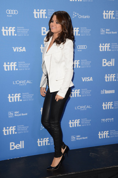 "Selena Gomez - ""Hotel Transylvania"" Photo Call - 2012 Toronto International Film Festival"