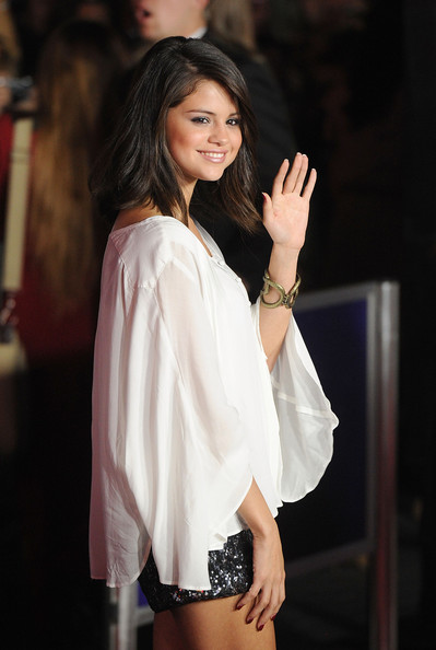 "Selena Gomez Singer Selena Gomez arrives at the premiere of Universal Pictures' ""The Thing"" on October 10, 2011 in Universal City, California."