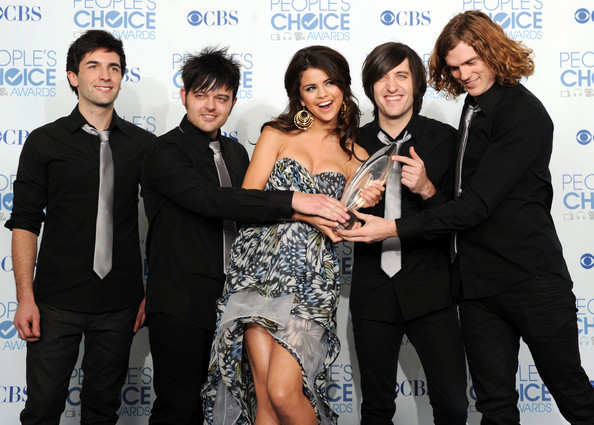 Selena Gomez and The Scene - 2011 People's Choice Awards - Press Room