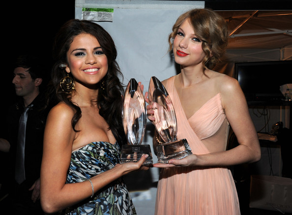 Selena Gomez and Taylor Swift - 2011 People's Choice Awards - Backstage And Audience