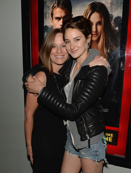 Photo of Shailene Woodley & her Mother  Lori Woodley