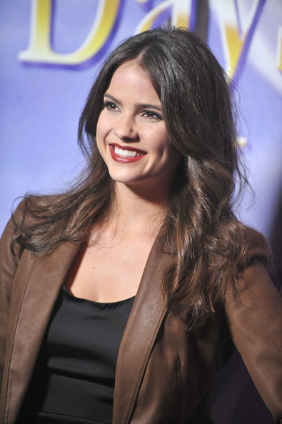 Shelley Hennig - Photo Set