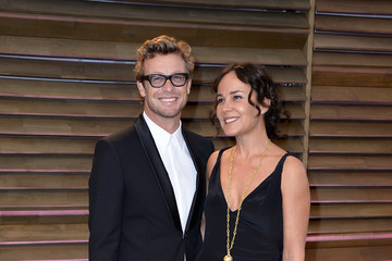 Simon Baker Stars at the Vanity Fair Oscar Party