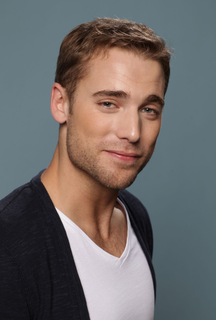 dustin milligan in quotsisters amp brothersquot portraits 2011