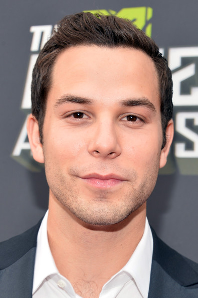 skylar astin pictures arrivals at the mtv movie awards 4