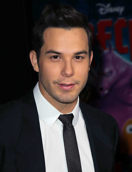 Skylar Astin Net Worth