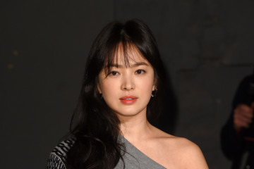 Song Hye-kyo Burberry - Arrivals - LFW February 2017