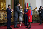 Loli Arjona, niece of Chiquito de la Calzada (r) receives the Gold Medal of Merit in Fine Arts 2017 from King Felipe VI of Spain and Queen Letizia of Spain on February 18, 2018 in Cordoba, Spain.