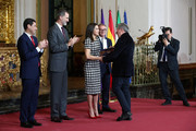 Jordi Sierra i Fabra (c) receives the Gold Medal of Merit in Fine Arts 2017 from King Felipe VI of Spain and Queen Letizia of Spain on February 18, 2018 in Cordoba, Spain.