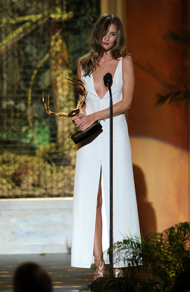 "Actress Rosie Huntington-Whiteley accepts the Our New Girlfriend award onstage during Spike TV's 5th annual 2011 ""Guys Choice"" Awards at Sony Pictures Studios on June 4, 2011 in Culver City, California."
