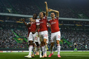 Danny Welbeck (2ndL) of Arsenal FC celebrates with his team mates after scoring his team's first goalduring the UEFA Europa League Group E match between Sporting CP and Arsenal at Estadio Jose Alvalade on October 25, 2018 in Lisbon, Portugal.