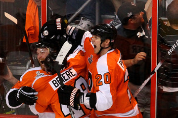 Claude Giroux Danny Briere Stanley Cup Finals - Chicago Blackhawks v Philadelphia Flyers - Game Three