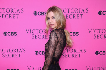 Stella Maxwell Victoria's Secret Angels Gather to Watch the 2017 Victoria's Secret Fashion Show