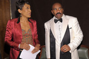 Journalist Robin Roberts and host Steve Harvey attend the New York Gala benefiting The Steve Harvey Foundation at Cipriani, Wall Street on May 3, 2010 in New York City.
