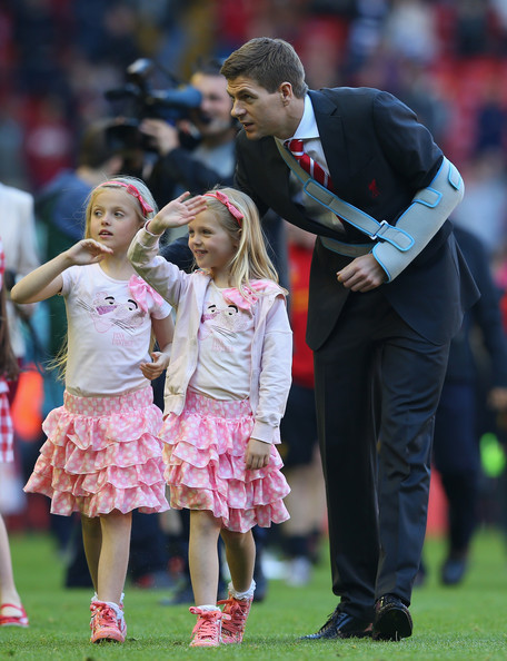 Photo of Steven Gerrard & his  Daughter  Lourdes Gerrard