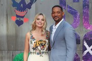 Australian actor Margot Robbie (L) and US actor Will Smith pose as they arrive to attend the European premiere of the film Suicide Squad in central London on August 3, 2016.  / AFP / JUSTIN TALLIS