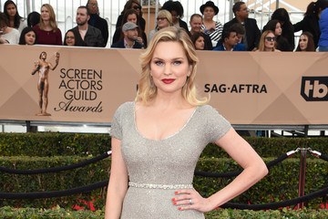 Sunny Mabrey 22nd Annual Screen Actors Guild Awards - Arrivals