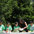 Susan Morrison Michelle Obama And Students Harvest White House Kitchen Garden