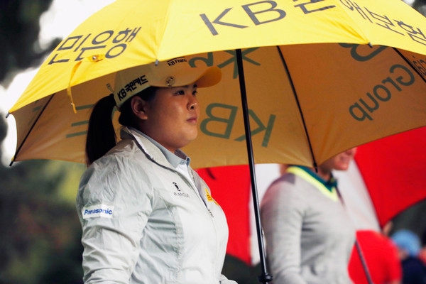 Lorena Ochoa Invitational Presented By Banamex - Round Two [umbrella,fashion accessory,fun,headgear,world,lorena ochoa invitational,round two,inbee park,suzann pettersen,hole,club de golf mexico,south korea,banamex,l,round]
