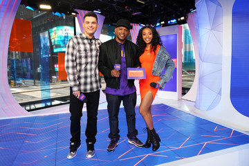 """Sway Kevan Kenney Justin Bieber Storms MTV's """"Fresh Out Live"""" and Makes a Superfan's Dreams Come True"""