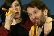 Nora Tschirner and Christian Ulmen eat grilled sausages at the premiere of 'Tatort - Die Fette Hoppe' at Deutschen Nationaltheater on December 12, 2013 in Weimar, Germany.