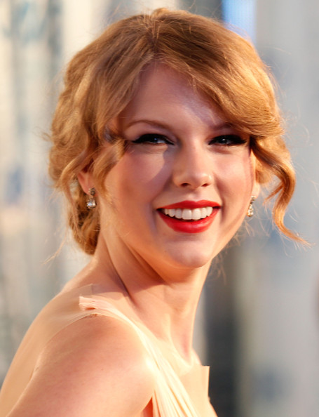 Taylor Swift Natural Hair, Long Hairstyle 2011, Hairstyle 2011, New Long Hairstyle 2011, Celebrity Long Hairstyles 2070