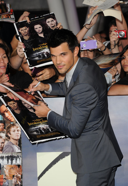 The Red Carpet at the 'Breaking Dawn' Premiere [the twilight saga: breaking dawn - part 2,product,event,photography,performance,premiere,fan,musician,arrivals,taylor lautner,nokia theatre l.a. live,california,los angeles,summit entertainment,premiere,premiere]