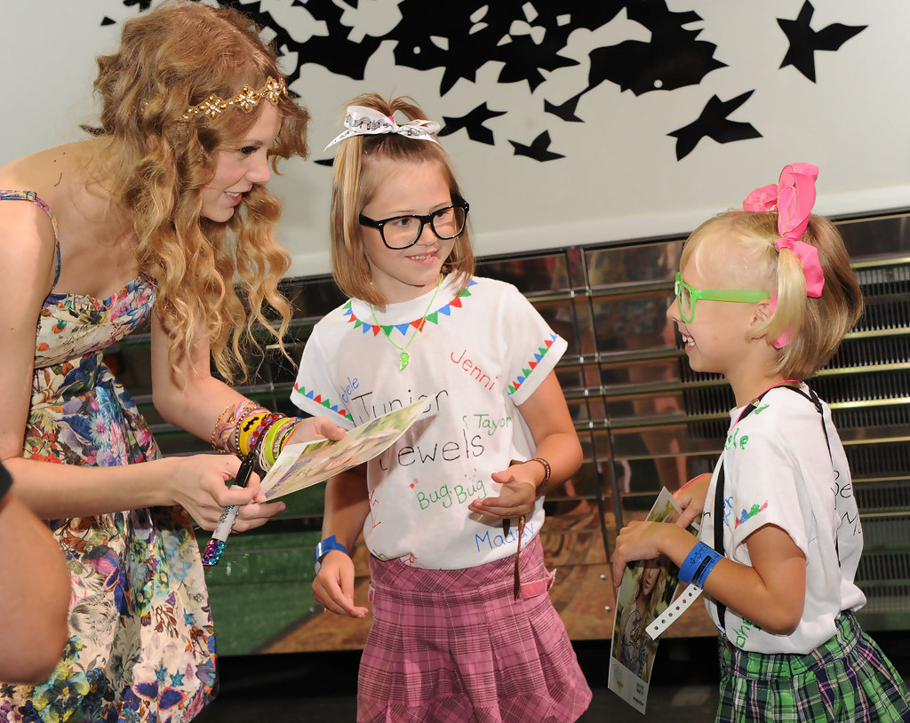 Taylor Swift Hosts 13 Hour Meet And Greet Biggest Little Moments