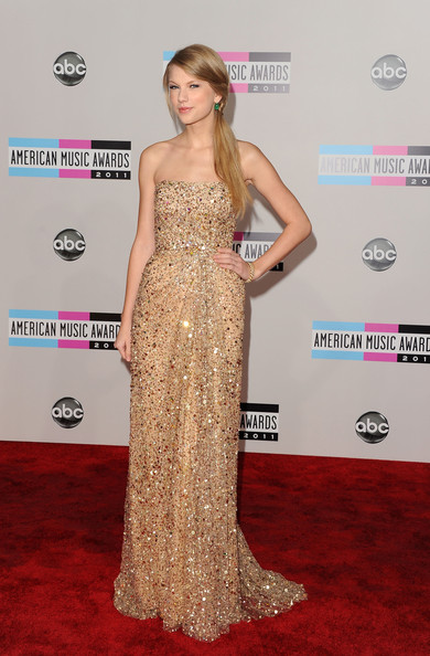 Taylor Swift Singer Taylor Swift arrives at the 2011 American Music Awards held at Nokia Theatre L.A. LIVE on November 20, 2011 in Los Angeles, California.