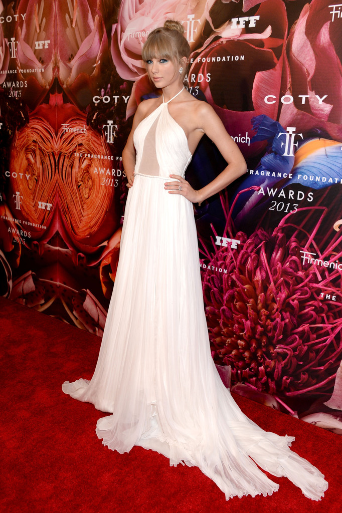 Taylor Swift - Arrivals at the Fragrance Foundation Awards
