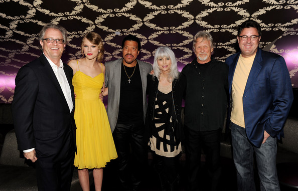 "Taylor Swift (L-R) Country Music Hall of Fame director Kyle Young, musicians Taylor Swift, Lionel Richie, Emmylou Harris, Kris Kristofferson and Vince Gill arrive at the Country Music Hall of Fame & Museum's ""All For The Hall"" at Club Nokia on September 23, 2010 in Los Angeles, California."