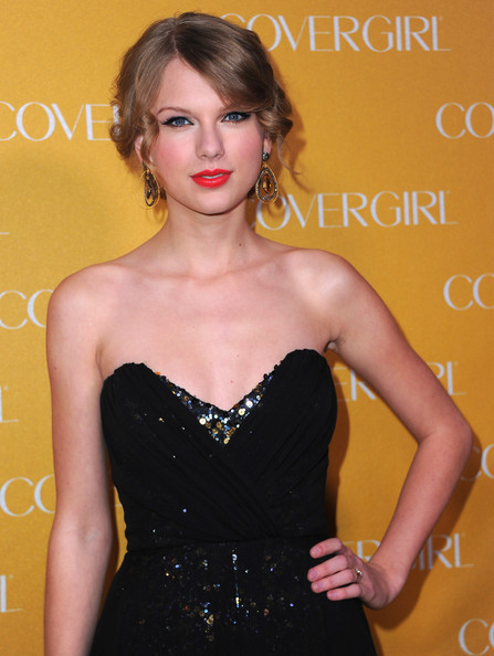 Taylor Swift Singer Taylor Swift arrives to Covergirl Cosmetic's 50th Anniversary Party on January 5, 2011 in West Hollywood, California.