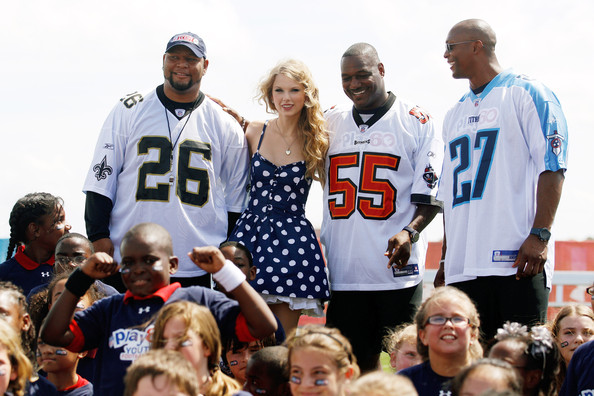 Taylor Swift From left, Deuce McAllister, Taylor Swift, Derrick Brooks, and Eddie George pose for a photo during the NFL?s Play 60 campaign to fight childhood obesity on September 8, 2010 in New Orleans, Louisiana.