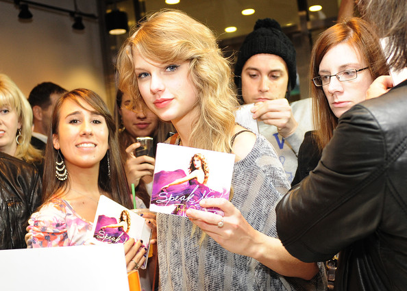 Taylor Swift Singer Taylor Swift purchases her new album