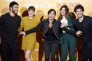 (L-R) Actors Alfonso Bassave, Alba Ribas, director Laura Mana, Natalia Tena and Quim Gutierrez attend 'Te quiero, imbecil' photocall at Hotel Urso on January 21, 2020 in Madrid, Spain.