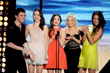Lucy Hale Shay Mitchell Teen Choice Awards 2012 - Show