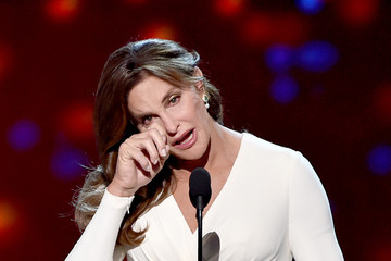 """Caitlyn Jenner Accepts Arthur Ashe Courage Award at ESPYS, Says """"Make Your Jokes About Me, but Leave the Kids Alone"""""""