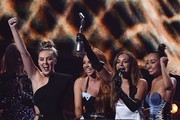 Perrie Edwards, Jesy Nelson, Jade Thirlwall, Leigh-Anne Pinnock of British girl group Little Mix celebrate with the award for a British single for 'Shout Out To My Ex' during the BRIT Awards 2017 ceremony and live show in London on February 22, 2017. / AFP / Justin TALLIS / RESTRICTED TO EDITORIAL USE, TO ILLUSTRATE THE EVENT AS SPECIFIED IN THE CAPTION, NO POSTERS, NO USE IN PUBLICATIONS DEVOTED TO ARTISTS
