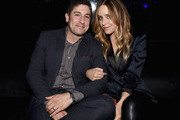 Actors Jason Biggs (L) and Jenny Mollen attend The Note Pad Powered by the Samsung Galaxy Note 4 on October 24, 2014 in Los Angeles, California.