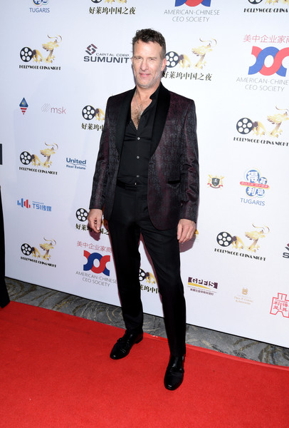 Hollywood China Night [suit,red carpet,carpet,clothing,formal wear,tuxedo,premiere,flooring,outerwear,event,thomas jane,hollywood,china,the beverly hilton hotel,beverly hills,california,hollywood china night oscar,viewing party,michael douglas,celebrity,los angeles,actor,livingly media,film director,photograph]