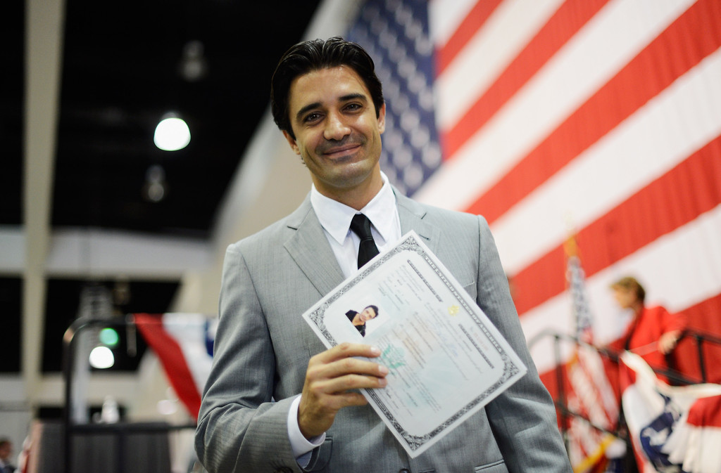 how to become a naturalized us citizen