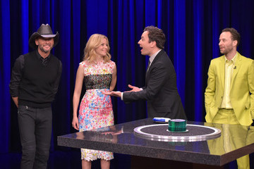 Tim McGraw Elizabeth Banks Visits 'The Tonight Show Starring Jimmy Fallon'