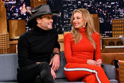 """Singer/songwriter Tim McGraw (L) and wife/singer Faith Hill are interviewed on """"The Tonight Show Starring Jimmy Fallon"""" at Rockefeller Center on November 16, 2017 in New York City."""