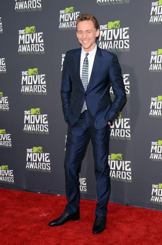 http://www4.pictures.zimbio.com/gi/Tom+Hiddleston+2013+MTV+Movie+Awards+Arrivals+JsriLrWoDzLx.jpg