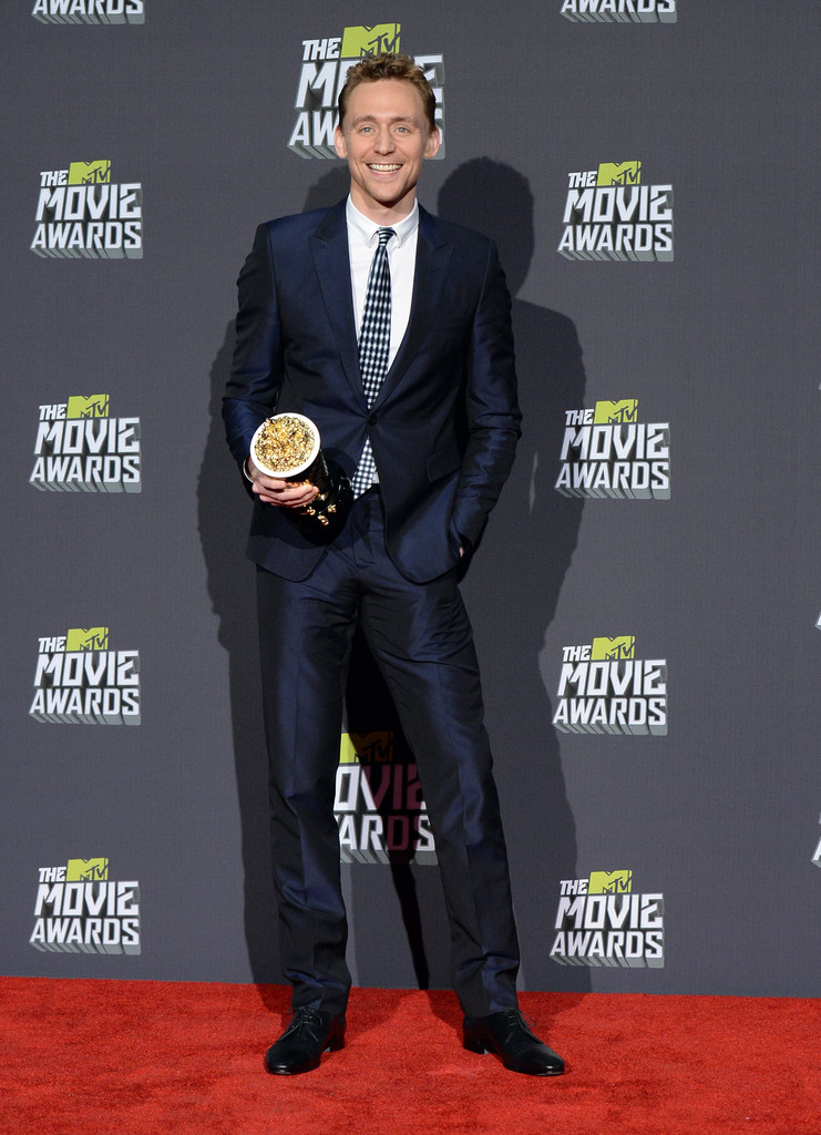 http://www4.pictures.zimbio.com/gi/Tom+Hiddleston+2013+MTV+Movie+Awards+Press+0Y_kUdu_H7Ex.jpg