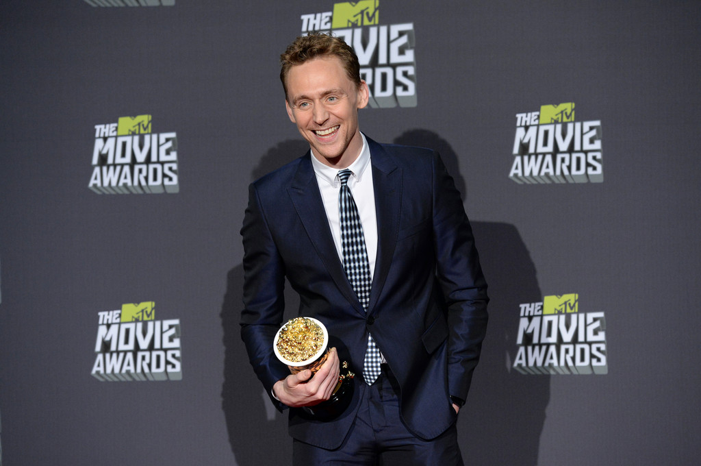http://www4.pictures.zimbio.com/gi/Tom+Hiddleston+2013+MTV+Movie+Awards+Press+6RrDH2RKV96x.jpg