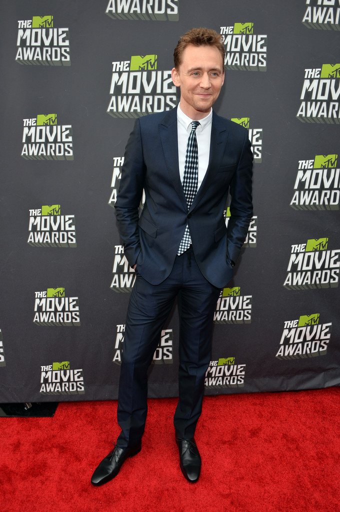 http://www4.pictures.zimbio.com/gi/Tom+Hiddleston+2013+MTV+Movie+Awards+Red+Carpet+JJFCFi6j8qAx.jpg