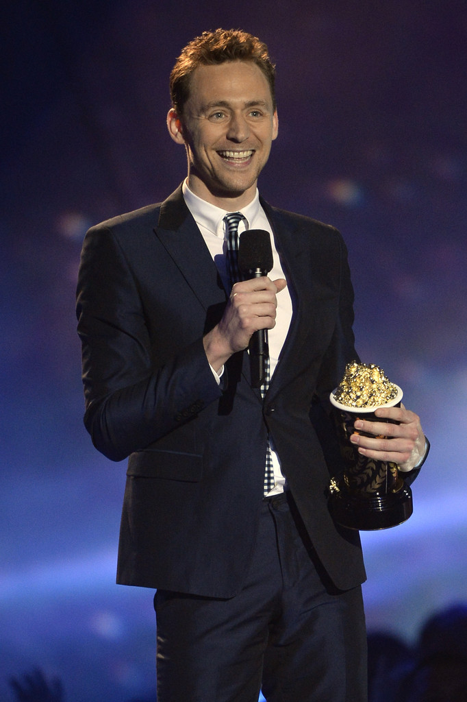 http://www4.pictures.zimbio.com/gi/Tom+Hiddleston+2013+MTV+Movie+Awards+Show+HvrG8e8wkEsx.jpg