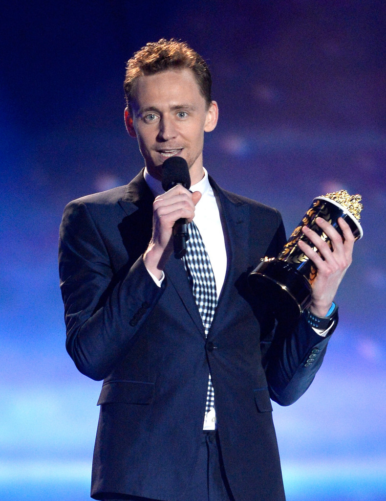 http://www4.pictures.zimbio.com/gi/Tom+Hiddleston+2013+MTV+Movie+Awards+Show+IhxDARMor6Vx.jpg
